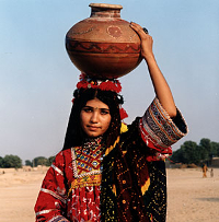 Woman_carries_water